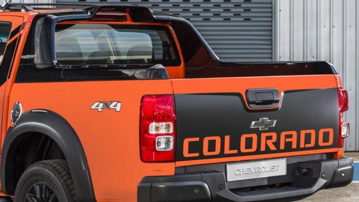 ด้านหลัง Chevrolet Colorado ได้รับการติดตั้งกันชนท้ายแบบโครเมียมพร้อมไฟท้ายแบบ LED ส่วนช่วงล่างได้รับการติดตั้งล้ออัลลอยขนาด 18 นิ้ว พร้อมยางขนาด 265/60 R18