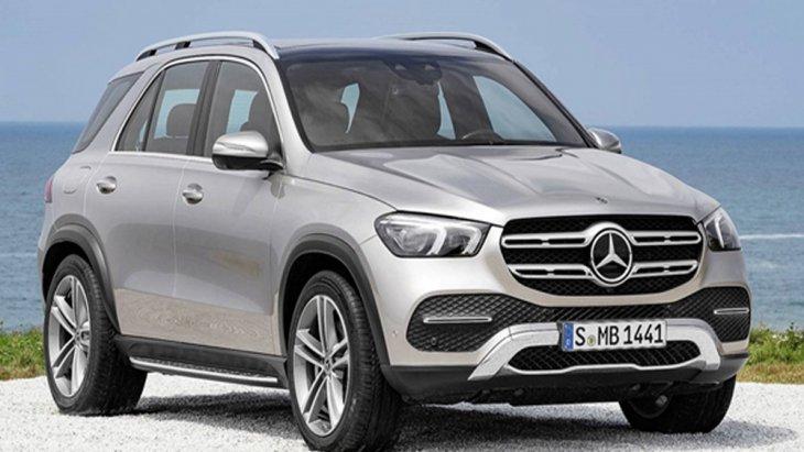 Mercedes-Benz GLE 2019 ชูจุดเด่นด้วยการติดตั้งกระจังหน้าสีโครเมียมพร้อมสัญลักษ์เมอร์เซเดส-เบนซ์ เติมเต็มทุกความสบายด้วยห้องโดยสารที่มีขนาดใหญ่ผสานกับการดีไซน์เส้นสายบนตัวถังที่สื่อให้รู้ถึงความเป็นรถสปอร์ตเอสยูวีสุดแข็งแกร่ง