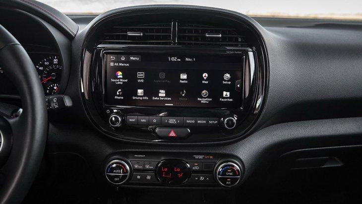 จอทัชสกรีนส่วนกลางขนาด 10.25 นิ้ว ซอฟท์แวร์ระบบปฏิบัติการใหม่รองรับฟังก์ชั่น split screen แสดงผล 2 แอพฯ พร้อมกันได้แบบสมาร์ทโฟน สามารถเชื่อมต่อสมาร์ทโฟนได้ผ่านบลูทูธ, Android Auto และ Apple CarPlay, จุดชาร์จสมาร์ทโฟนแบบไร้สาย และชุดเครื่องเสียงของ Ha