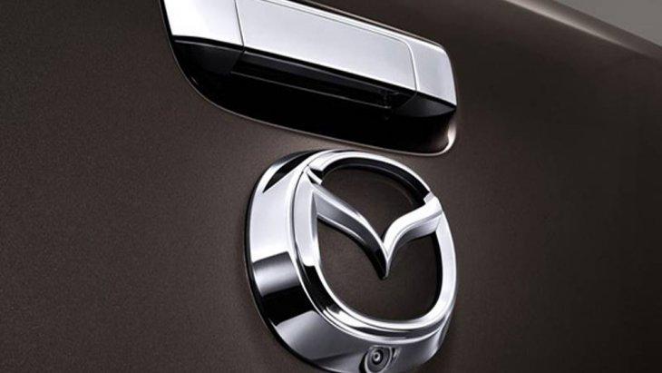 Mazda BT-50 PRO Double Cab เพิ่มความโดดเด่นภายใต้มือเปิดฝากระบะท้ายแบบโครเมียมที่ถูกติดตั้งเอาไว้เหนือสัญลักษณ์มาสด้า