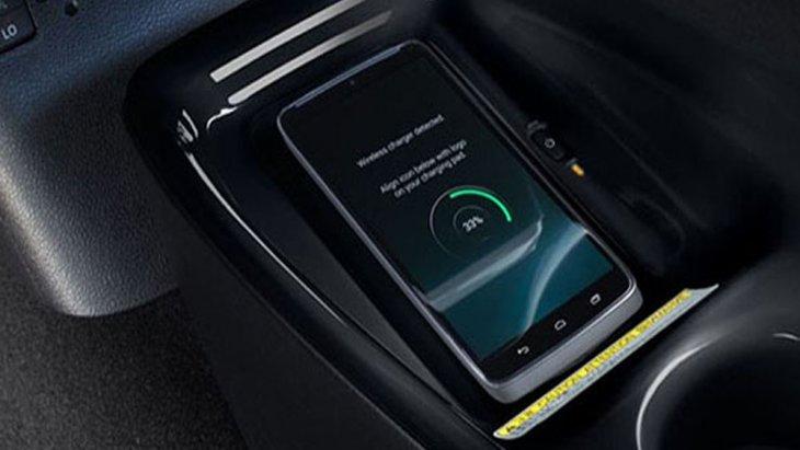 Toyota Prius Hybrid เพิ่มความสะดวกสบายให้แก่ผู้ขับขี่ในตลอดทริปการเดินทางผ่านระบบชาร์จโทรศัพท์แบบไร้สาย Wireless Charging