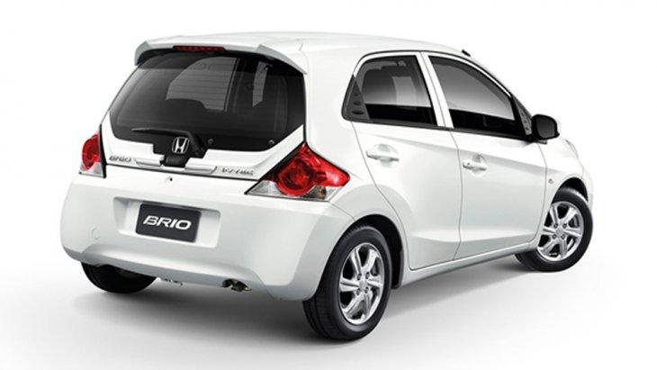 Honda Brio ได้รับการติดตั้งไฟท้ายแบบ LED แนวขวางรับกับฝาปิดท้ายได้เป็นอย่างดี พร้อมแถบโครเมียมคาดกลางฝาปิดท้าย เสริมด้วยการติดตั้งไฟเบรกดวงที่ 3 แบบ LED พร้อมสปอยเลอร์หลังทรงสปอร์ต