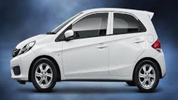 Honda Brio ได้รับการติดตั้งกระจกมองข้างพร้อมไฟเลี้ยวในตัวสามารถที่จะปรับพับได้ด้วยไฟฟ้า มือจับประตูด้านนอกสีเดียวกับตัวรถ ติดตั้งระบบปัดน้ำฝนด้านหน้าแบบหน่วงเวลา