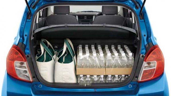 ด้านหลัง Suzuki Celerio ได้รับการติดตั้งไฟเบรกดวงที่ 3 แบบ LED พร้อมไฟท้ายแนวตั้งไปจรดกับฝาปิดที่เก็บสัมภาระด้านท้าย โดยมีน้ำหนักบรรทุกรวม 1,260 กิโลกรัม พร้อมการเพิ่มพื้นที่จัดเก็บสัมภาระด้านหลังขนาดใหญ่จัดเก็บสัมภาระได้เป็นจำนวนมาก