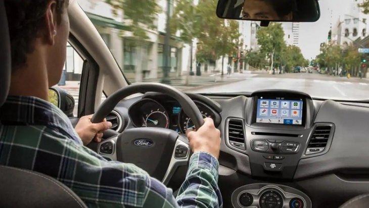 Ford Fiesta 2019 มาพร้อมกับฮาร์ดแวร์สมาร์ท ซอฟต์แวร์อัจฉริยะที่สามารถเชื่อมต่อและควบคุมผ่านสมาร์ทโฟนด้วยระบบ SYNC ที่สามารถเชื่อมต่อได้ทั้ง Apple CarPlay TM และ Android Auto TM