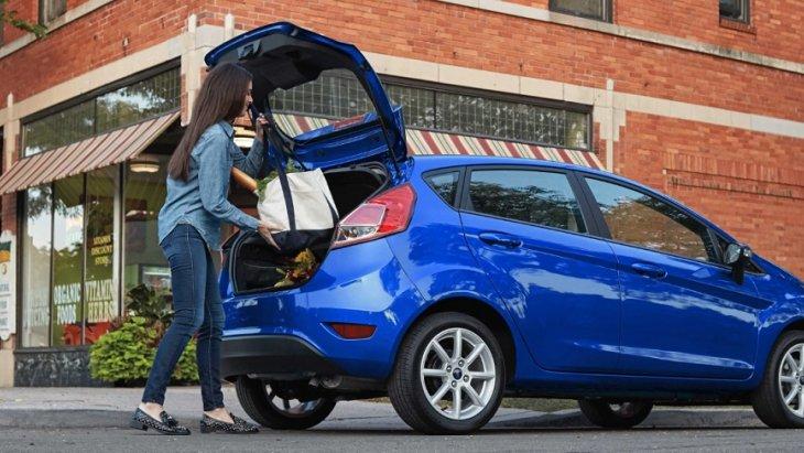 ห้องเก็บสัมภาระด้านหลัง Ford Fiesta 2019 รุ่นแฮทช์แบ็ค 5 ประตู  สามารถบรรจุสัมภาระได้  14.9  ลูกบาศก์ฟุต ส่วนเบาะหลังสามารถปรับพับได้แบบ 60/40 สามารถเพิ่มพื้นที่เก็บสัมภาระได้มากถึง 25.4 ลูกบาศก์ฟุต