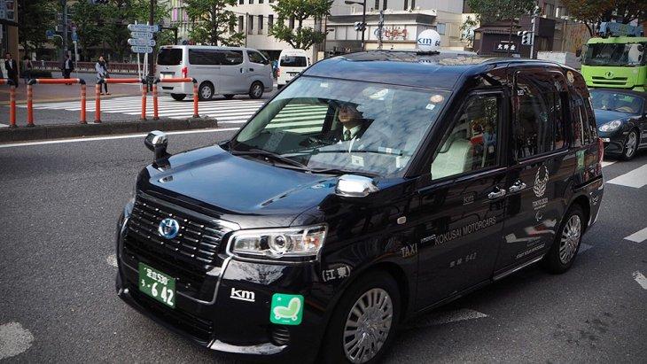 สำหรับ JPN taxi รุ่นมาตรฐาน ราคา 3,277,800 เยน (9.36 แสนบาท) รุ่นท็อป ราคา 3,499,200 เยน (9.99 แสนบาท)