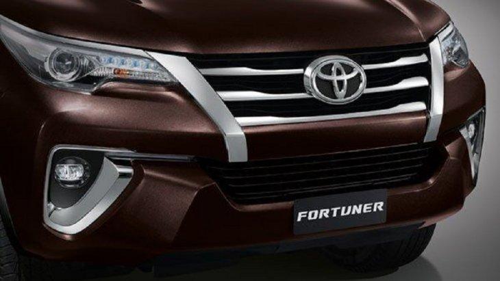 กระจังหน้าและกันชนดีไซน์สปอร์ต สร้างเอกลักษณ์เฉพาะตัวให้กับ New Toyota Fortuner 2.4 G ด้วยลายเส้นหน้าของกระจังหน้าที่สอดรับกับกันชนหน้าได้อย่างลงตัว