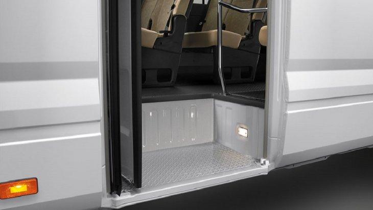 เพิ่มไฟส่องสว่างด้านข้างบันได เพื่อเพิ่มความปลอดภัยใหกับผู้โดยสารขณะขึ่นและลงจากห้องโดยสารในช่วงเวลากลางคืน