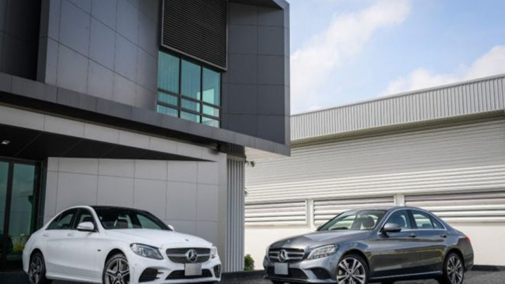 Mercedes-Benz C 300 e เพิ่มทางเลือกให้แก่ผู้ขับขี่ด้วยรุ่น AMG Dynamic ราคา 3,215,000 บาท และ Mercedes-Benz C 300 e Avantgarde ราคา 2,699,000 บาท