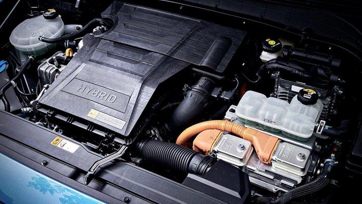 Hyundai Kona Hybrid 2019 ได้รับการติดตั้งเครื่องยนต์เบนซิน ขนาด 1.6 ลิตร ให้กำลังสูงสุด 105 แรงม้า แรงบิดสูงสุด 147 นิวตันเมตร ประสานการทำงานร่วมกับมอเตอร์ไฟฟ้าขนาด 43.5 แรงม้า และ แบตเตอรี่ลิเธียม-ไอออน ขนาด 1.56 กิโลวัตต์ชั่วโมง