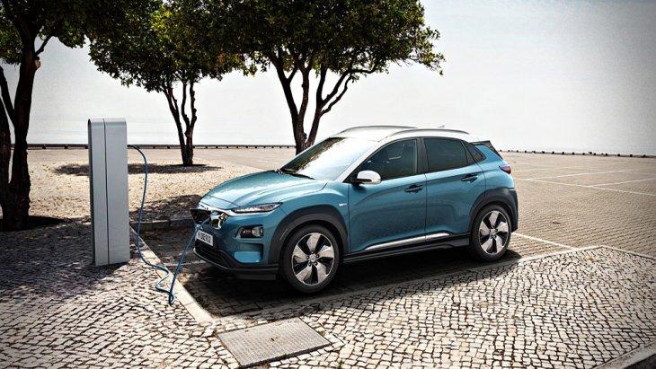 Hyundai Kona Hybrid 2019 เปิดตัวทำตลาดอย่างเป็นทางการถือเป็นการก้าวข้ามข้อจำกัดของรถขับเคลื่อนด้วยพลังงานไฟฟ้าในปัจจุบันที่มักมีราคาค่อนข้างสูงรวมไปถึงข้อจำกัดของระยะทางในการขับเคลื่อนโดยมีราคาจำหน่ายเริ่มต้นที่ 1.1 ล้านบาท