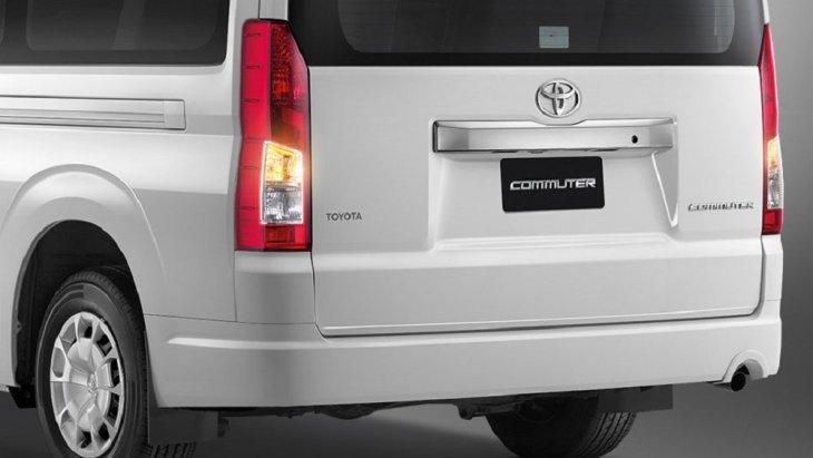เพิ่มความปลอดภัยในการขับขี่ช่วงเวลากลางคืนด้วยไฟเบรก 3 ดวง เพื่อให้รถคันหลังสามารถมองเห็นได้อย่างชัดเจน