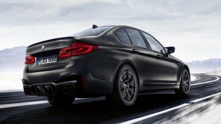 BMW M5 35 Year Edition ได้รับการติดตั้งล้ออัลลอยลาย Y Spoke ขนาด 20 นิ้ว สีพิเศษ Graphite Grey มีเฉพาะเพียงรุ่น 35 Years Edition