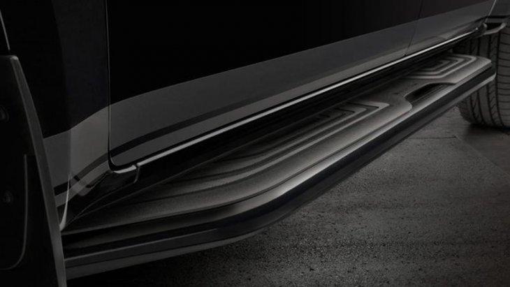 Mercedes-Benz X350d Edition 1 2019 เพิ่มความสะดวกให้แก่ผู้โดยสารด้วยบันไดข้างสีดำเข้ม