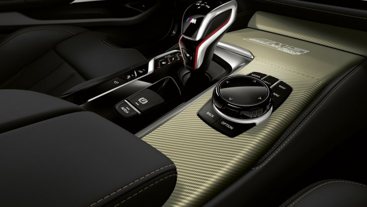 BMW M5 35 Year Edition เพิ่มความประทับใจด้วยหัวเกียร์แบบสปอร์ตตกแต่งด้วยวัสดุสีเงิน