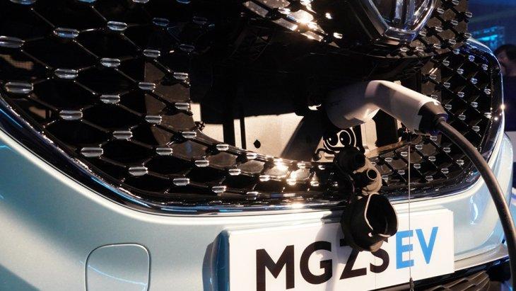 หัวชาร์จแบบ Type-II และ หัวชาร์จแบบ Quick Charge ซ่อนอยู่บริเวณ สัญลักษณ์ MG บนกระจังหน้ารถ