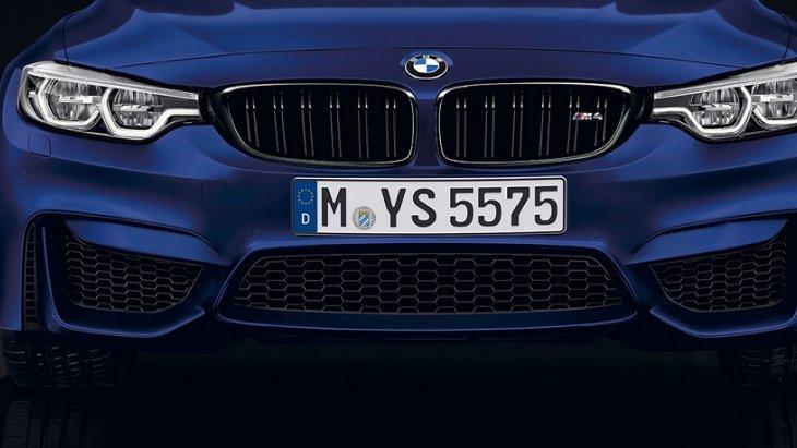 BMW M4 Convertible มาพร้อมกับไฟหน้าแบบ LED ดีไซน์ใหม่ที่ได้รับการออกแบบมาให้สอดรับกับกระจังหน้าแบบไตคู่ได้อย่างลงตัว และยังให้แสงสว่างที่ชัดเจนและเจิดจ้าและช่วยให้มองเห็นชัดเจนในช่วงเวลากลางคืน