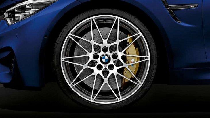 ล้ออัลลอย M น้ำหนักเบาขนาด 20 นิ้วพร้อมยางแบบ Mixed tyres เสริมความเป็นสไตล์สปอร์ตและความทรงพลังให้กับ BMW M4 Convertible