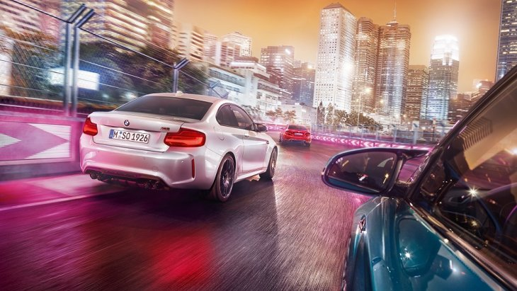 ด้านหลัง BMW M2 Competition โฉบเฉี่ยวด้วยดิฟฟิวเซอร์ M และท่อไอเสียโครเมียมสีดำบ่งบอกถึงตัวตนความเป็นรถสปอร์ตอย่างแท้จริง
