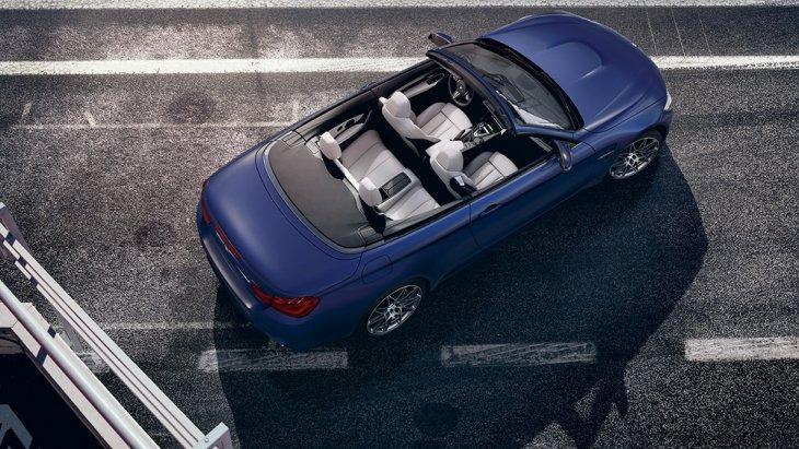 ภายในห้องโดยสาร BMW M4 Convertible กว้างขวาง นั่งสบายทุกที่นั่ง ออกแบบและตกแต่งสไตล์สปอร์ต สวยหรูระดับพรีเมียม