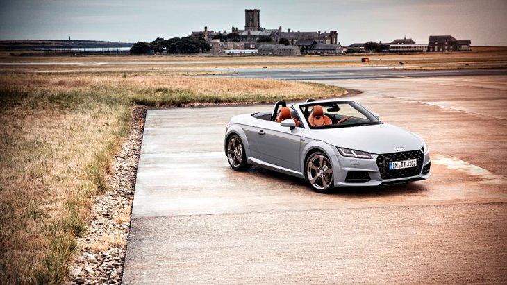 Audi TT รุ่นฉลอง 20 ปี คือสีตัวถังสีเทา แต่มี 2 เฉดคือ arrow gray กับ nano gray