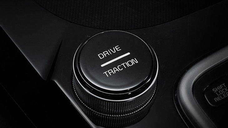 ขณะที่ระบบส่งกำลังก็มี 3 แบบ ตั้งแต่ เกียร์อัตโนมัติ DCT 7 สปีด, เกียร์อัตโนมัติ 6 สปีด และเกียร์ CVT มีโหมดการขับขี่ให้เลือกได้ 3 รูปแบบ คือ Eco, Normal และ Sport