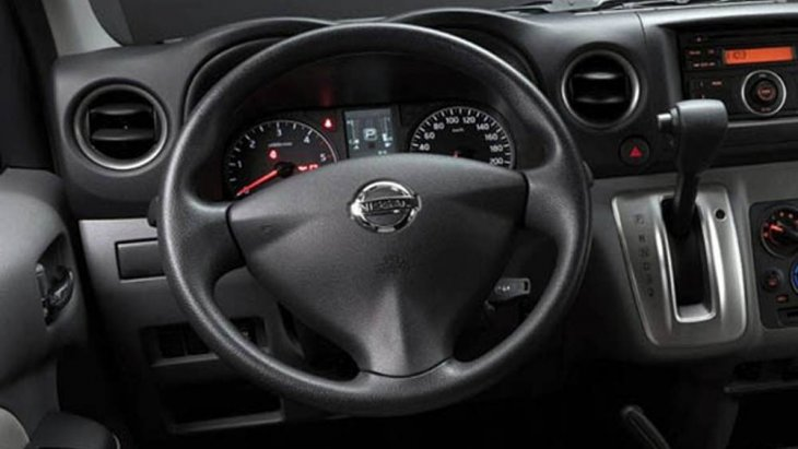 Nissan NV350 Urvan 2019 มอบความนุ่มนวลในทุกทริปการเดินทางผ่านระบบกันสะเทือนด้านหน้าแบบอิสระดับเบิลวิชโบน และ ระบบกันสะเทือนด้านหลังแบบแหนบซ้อนพร้อมโช๊คอัพ ส่วนพวงมาลัยเป็นแบบแร็ค แอนด์ พิเนียนพร้อมพาวเวอร์ช่วยผ่อนแรง