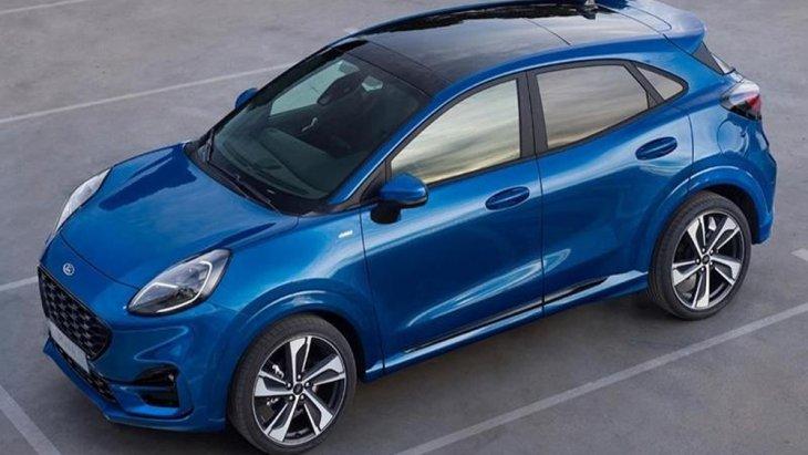 Ford Puma 2020 ได้รับการติดตั้งกระจังหน้าทรงหกเหลี่ยมลายตาข่ายสีดำเข้มพร้อมช่องดักอากาศด้านล่างขนาดใหญ่สีดำไฟหน้า และ ไฟท้ายแบบ LED ไฟส่องสว่างสำหรับการขับขี่กลางวันแบบ DRL พร้อมไฟตัดหมอกด้านหน้า