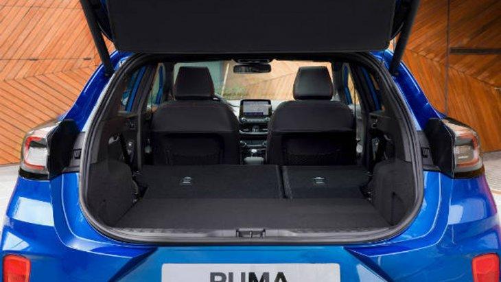 Ford Puma 2020 ได้รับการดีไซน์เพิ่มพื้นที่จัดเก็บสัมภาระด้านหลังขนาดใหญ่และเบาะนั่งด้านหลังที่สามารถปรับพับราบไปกับพื้นห้องโดยสารเพื่อจัดเก็บสัมภาระเพิ่มเติมได้