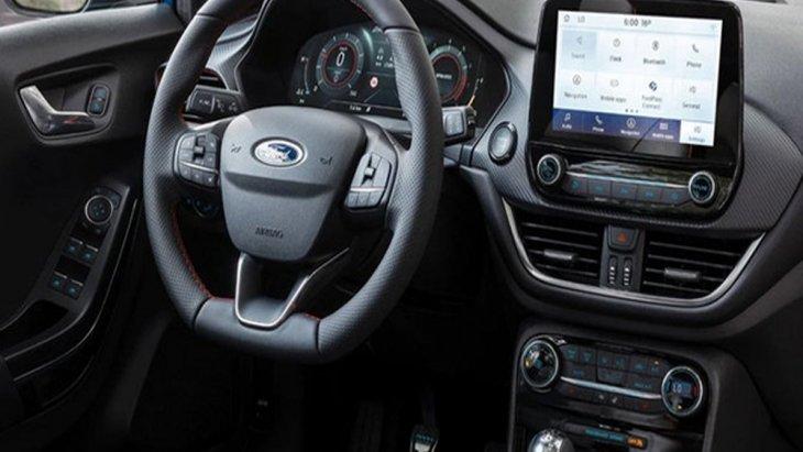 Ford Puma 2020 ได้รับการติดตั้งพวงมาลัยมัลติฟังก์ชั่นแบบ 3 ก้านทรงท้ายตัดพร้อมปุ่มควบคุมเครื่องเสียง และ ปรับตั้งค่าหน้าจอแดชบอร์ดที่พวงมาลัย