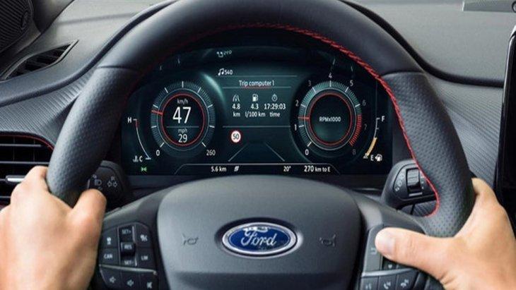 Ford Puma 2020 ได้รับการติดตั้งหน้าจอแดชบอร์ดขนาด 12.3 นิ้ว แสดงการตั้งค่าระบบต่างๆภายในเครื่องยนต์พร้อมบอกอัตราความสิ้นเปลืองของน้ำมัน และ ระยะทางในการขับขี่