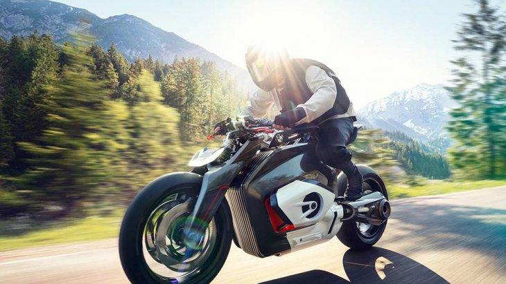 และทั้งหมดก็คือคำตอบจาก BMW Motorrad อย่างเป็นรูปธรรมว่า อนาคตอันใกล้เมื่อโลกเปลี่ยนไปสู่ยุคยานยนต์ไฟฟ้า มอเตอร์ไซค์ของ BMW จะมีทิศทางเป็นอย่างไรในวันที่ไร้เครื่องยนต์ Boxer 2 สูบ