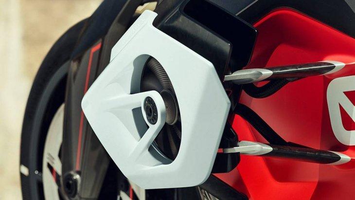 BMW Motorrad Vision DC Roadster ส่วนตัวมอเตอร์ที่ใช้ขับเคลื่อน BMW Motorrad Vision DC Roadster ติดตั้งอยู่ใต้แบตเตอรี่ที่กินพื้นที่ไปมาก ซึ่งจริง ๆ แล้วมอเตอร์เองมีขนาดกะทัดรัดและเชื่อมต่อกับเพลากลางเพื่อส่งกำลังขับเคลื่อนไปยังล้อหลังโดยตรง
