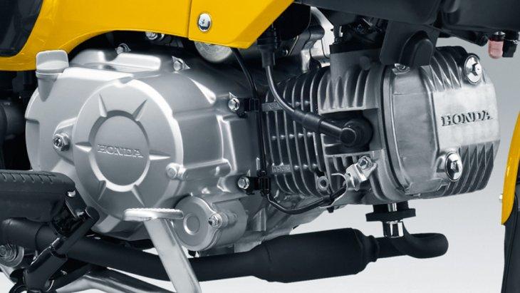 ใช้เครื่องยนต์แอร์คูลด์ 1 สูบ 4 จังหวะ แต่ขนาดความจุและกำลังที่ได้ต่างกันตามรหัสรุ่น คือ  Honda Cross Cub  50 ให้กำลังสูงสุด 3.7 แรงม้า และแรงบิดสูงสุด 3.8 นิวตันเมตร  Honda Cross Cub 110 ให้กำลังสูงสุด 8 แรงม้า และแรงบิดสูงสุด 8.5 นิวตันเมตร