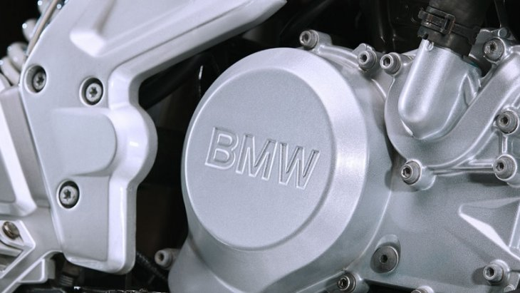 BMW G 310 R  มาพร้อมกับเครื่องยนต์สูบเดียวสี่จังหวะ 313 ซีซี 25 กิโลวัตต์ 34 แรงม้า ที่ 9,500 รอบต่อนาที แรงบิดสูงสุด 28 Nm ที่ 7,500 รอบต่อนาที