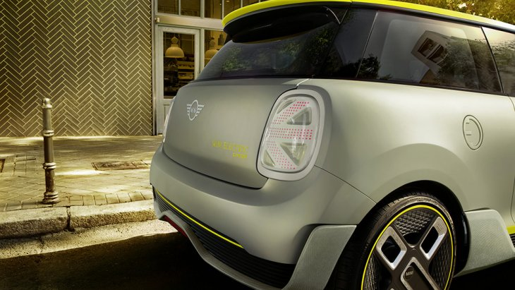 แบบจำลองด้านท้่ายของ MINI Cooper S E 2020