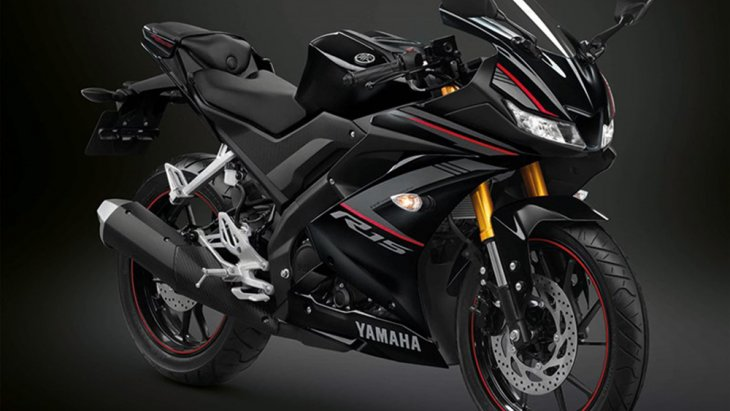 Yamaha YZF-R15 ปี 2019 ดีไซน์โดยรวมไม่มีการเปลี่ยนแปลงนอกเหนือจากจับคู่สกิมสีใหม่กับลวดลายที่ลดน้อยลงไปกว่า รุ่นปี 2018 ซึ่งให้อารมณ์ที่สมาร์ตและสุขุมมากขึ้นชุดสีอัฟเดท 3 สี ดังนี้