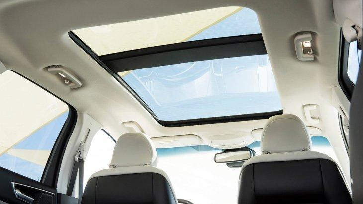 หรูหราด้วยหลังคา Panoramic Vista Roof เพื่อให้คุณได้สัมผัสกับบรรยากาศภายนอกตลอดการเดินทาง