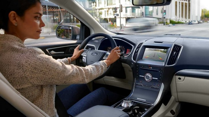 บริเวณที่นั่งคนขับกว้างขวาง นั่งสบาย ด้วยเบาะนั่งที่โอบรับตามสรีระของผู้ขับขี่