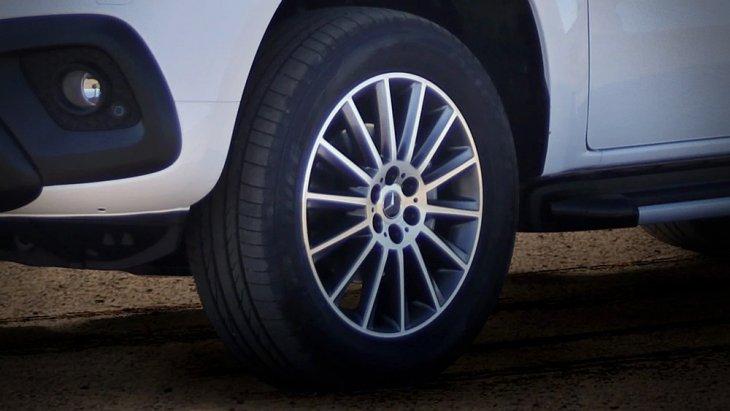 อุปกรณ์และของตกแต่งจาก Package ของ Mercedes-Benz X-Class ที่เดิมมีให้เลือกอยู่แล้ว เช่น Style Pack และ Comfort Pack