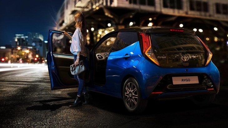 ถึงขนาดของตัวรถจะเล็ก แต่ประตูก็สามารถเปิดได้กว้าง ขึ้น-ลง ห้องโดยสารได้อย่างสะดวกสบาย