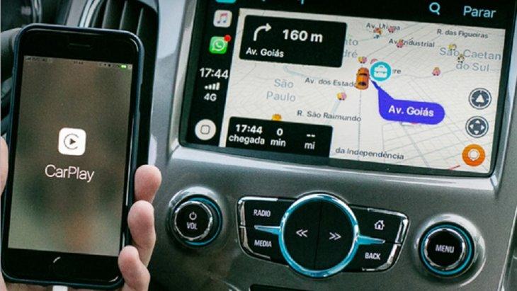 Apple CarPlay สามารถเชื่อมต่อแอพพลิเคชั่นบน iPhone ได้หลายแอพพลิเคชั่นมากไม่ว่าจะเป็น Waze, WhatsApp, Spotify และ Stitcher