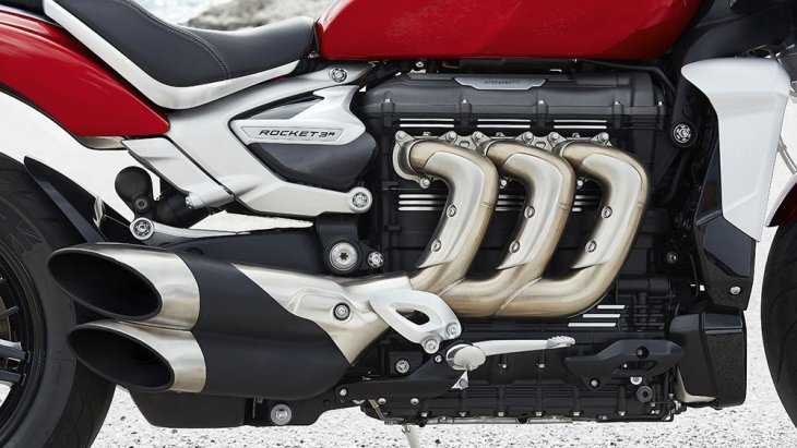 ส่วนขุมพลัง  Triumph Rocket 3 R และ Triumph Rocket 3 GT 2019 โฉมใหม่ ที่ใช้เคลมความเป็นที่สุดในโลกต่อไปได้อีกวาระคือเครื่องยนต์ 3 สูบ แถวเรียง ขนาดความจุ 2,500 ซี.ซี. และแรงบิด 221 นิวตันเมตร ที่ 4,000 รอบ สูงสุดเท่าที่เคยมีการผลิตจำหน่ายจากโรงงาน