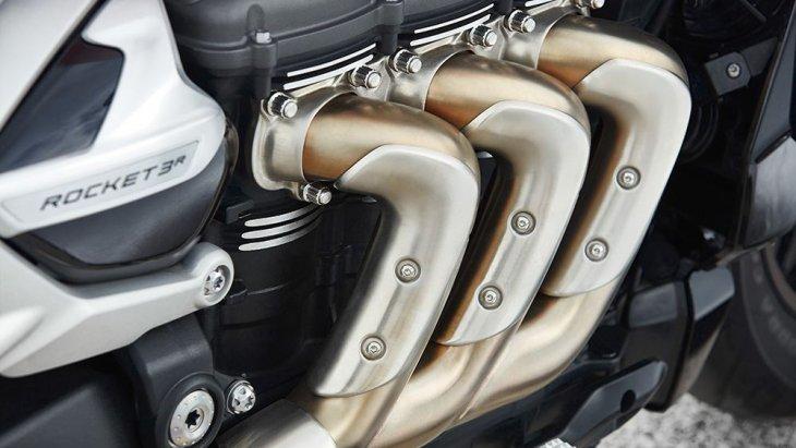 เครื่องยนต์สามารถสามารถรีดแรงม้า (PS) ออกมาวิ่งเล่นได้ 167 ตัว ต่ำกว่า Triumph Rocket 3 TFC รุ่นพิเศษ (คัสตอม) ที่แจ้งไว้ว่าเกิน 170 แรงม้า