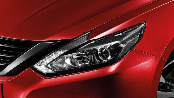 เสริมความปราดเปรียวด้วยชุดไฟหน้าโปรเจ็คเตอร์เลนส์ซีนอนที่เป็นเอกลักษณ์เฉพาะตัวของ Nissan Teana 2019-2020 ที่สามารถปรับระดับสูง – ต่ำ ได้แบบอัตโนมัติ