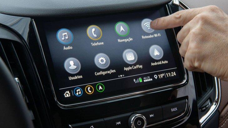 อุปกรณ์มาตรฐานใหม่มี Wi-Fi hotspot รุ่นปรับปรุง เพิ่มความสามารถในการเชื่อมต่ออุปกรณ์พกพาต่างๆ ได้พร้อมกัน 7 เครื่อง, จุดชาร์ตสมาร์ทโฟนแบบไร้สาย และชุดระบบอินโฟเทนเมนท์รุ่นล่าสุด เจนเนอเรชั่น 3 ทำงานผ่านจอทัชสกรีนขนาด 8 นิ้ว