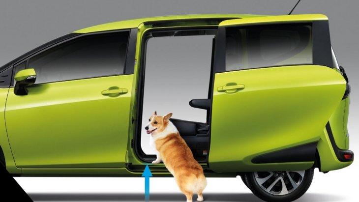 ระยะห่างจากพื้นถนนถึงพื้นตัวรถรถต่ำ  ทำให้สามารถก้าวขึ้น-ลงได้อย่างสะดวกและปลอดภัย