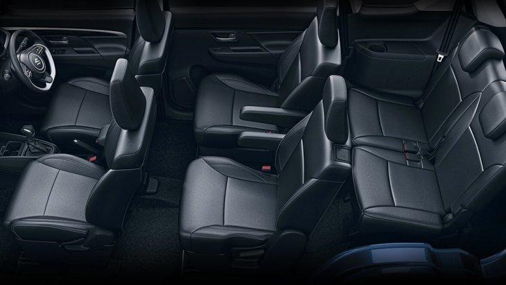 ภายในของ All-new Suzuki XL6 โดยรวมจะเหมือนกับ Suzuki Ertiga 2019 เว้นเสียแต่การตกแต่งและจัดวางเบาะนั่งใหม่ ให้เป็นแบบ 6 ที่นั่ง หุ้มด้วยหนัง ดูพรีเมียมตรงเบาะแถวสองจะเป็นเบาะแยกพร้อมที่พักแขนส่วนตัว น่านั่งมากกว่า