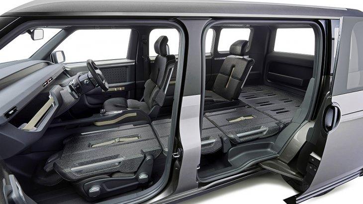 แต่ในรถคันจริงเมื่อวางจำหน่ายคาดว่าจะมีทั้งแบบ 2 แถว 5 ที่นั่ง และแบบ 3 แถว 7 ที่นั่ง ให้เลือกด้วย